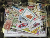 Lot 65:Russia 1900s-80s Accumulation off paper, loose in tin. Approx 110g. (100s)